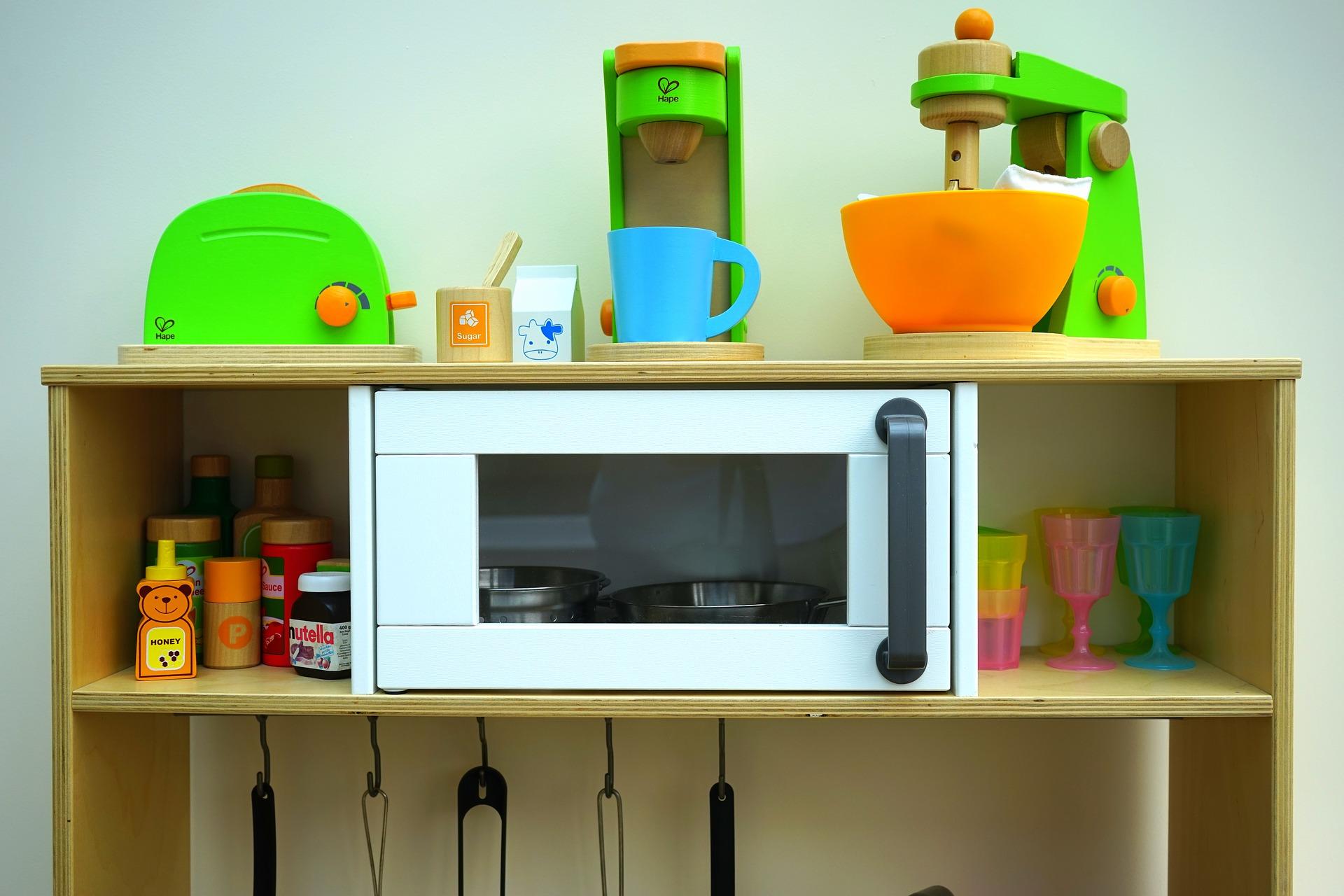 Quels sont les avantages des cuisines en bois pour le développement de l'enfant ?